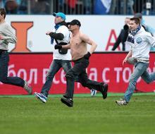 КДК наказал «Зенит» за поведение фанатов в матче 29-го тура против «Динамо»
