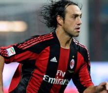 Неста возобновил карьеру футболиста в возрасте 38 лет