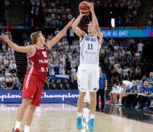 Россия потерпела третье поражение на ЧЕ-2015 по баскетболу