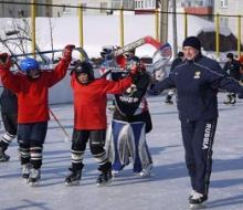 Известный хоккеист Илья Бякин провел мастер-класс для ребят команды «Ак Буре»