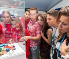 Дмитрий Саутин передал олимпийские медали в экспозицию Дома Болельщиков в Казани