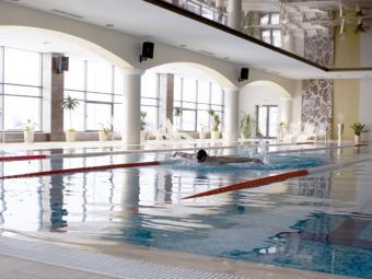 Плавательный бассейн «Планета фитнес» на Амирхана